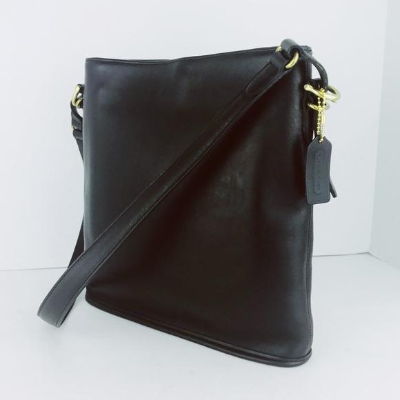 a7b1211d30 Coach Handbags - 🎁🎄Coach Vintage Leather Legacy Messenger Bag